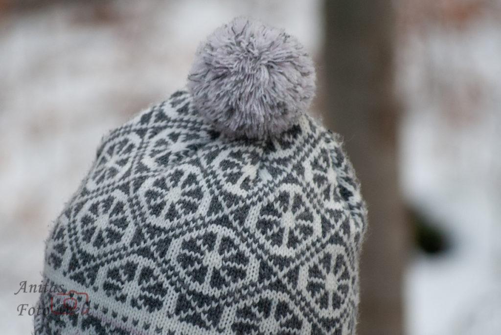 Grau gemusterte Mütze