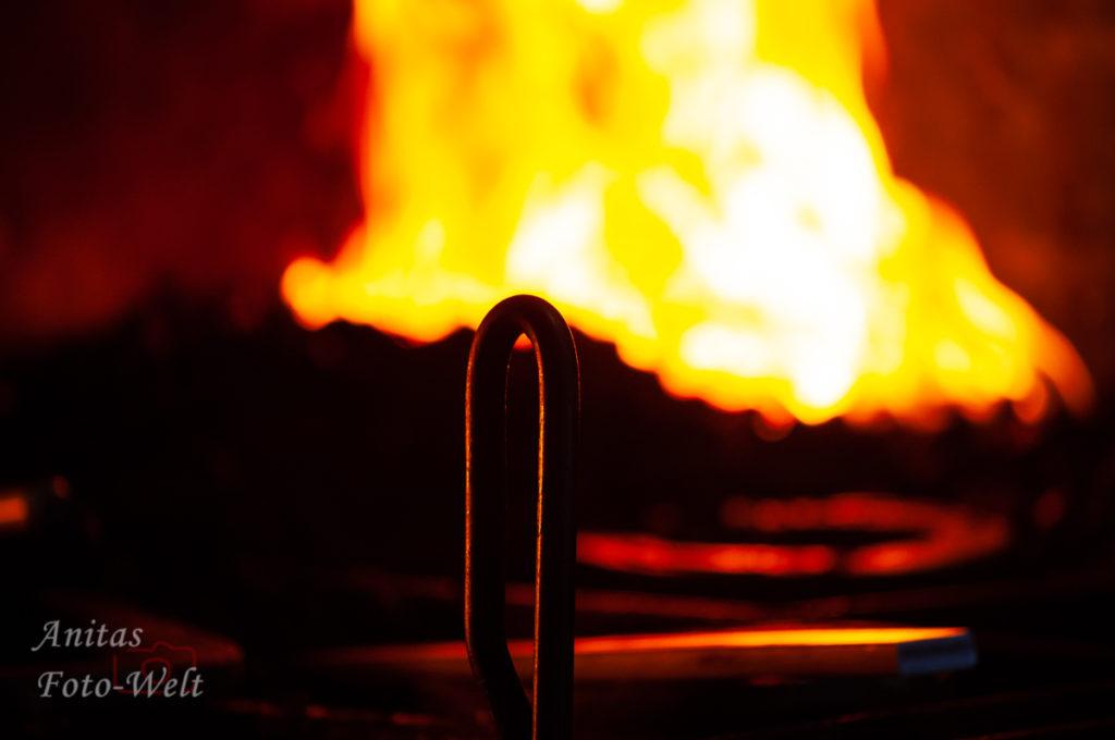 Feuer mit Werkzeug