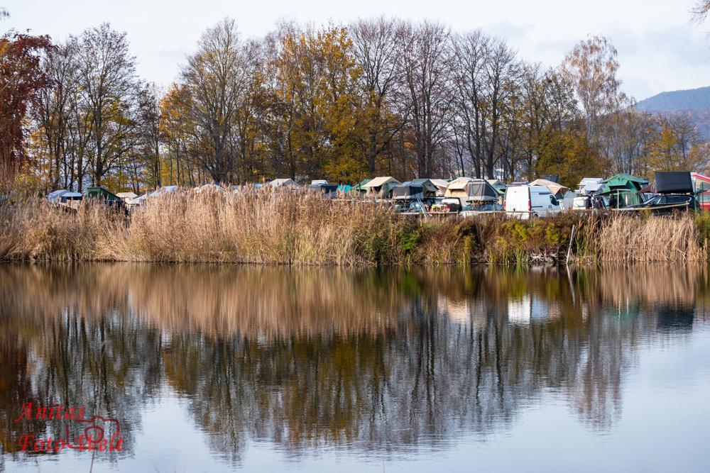 Dachzelte über den See fotografiert